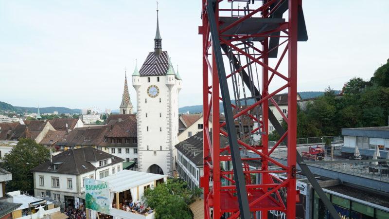 Blick von der Raketen-Bar auf Baden mit seinem Wahrzeichen, dem Stadtturm | © Vera Rüttimann