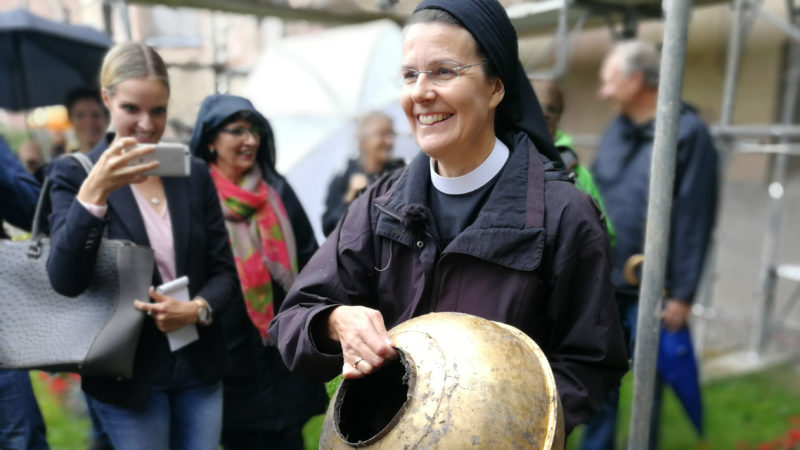 Über das ganze Gesicht strahlt Priorin Irene Gassmann | © Francesca Trento