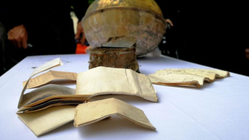 Die über hundert jährigen Dokumente aus der Zeitkapsel | © Francesca Trento