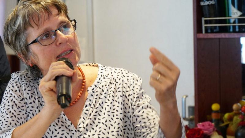 Beatrix Ledergerber, Mitglied im Vorstand des SKPV, am Podium | © Vera Rüttimann