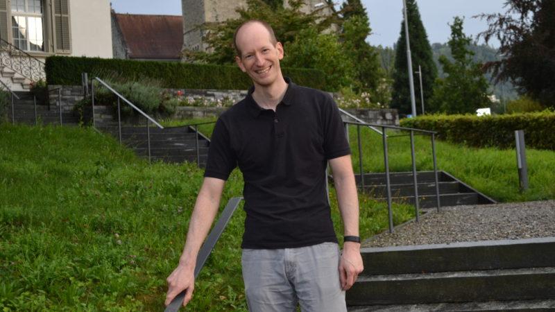 Philipp Ottiger vor der Michaelskirche in Zug  | © Sylvia Stam