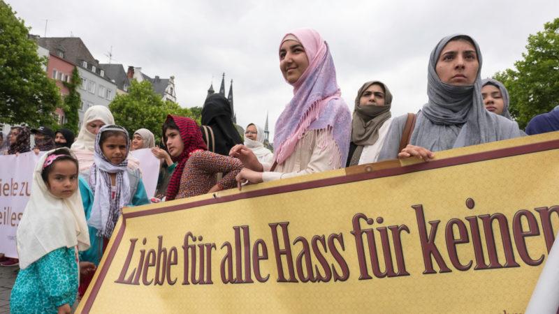 Muslime demonstrieren in Köln gegen Terror | © KNA