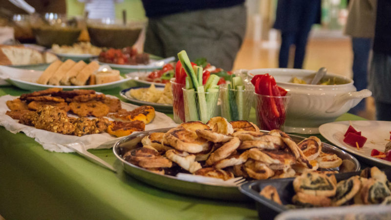 Citykirchen bieten auch kulinarischen Genuss - hier aus Afghanistan  | © Theodor Pindl