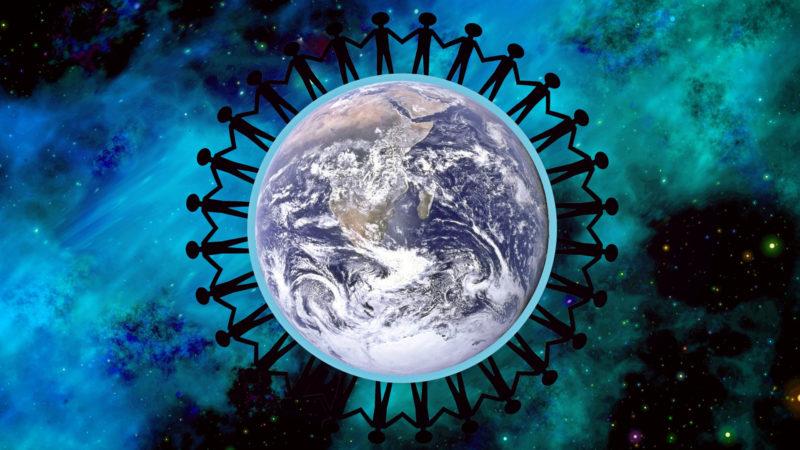 Eine Menschenkette um die Welt | © pixabay cocoparisienne CC0