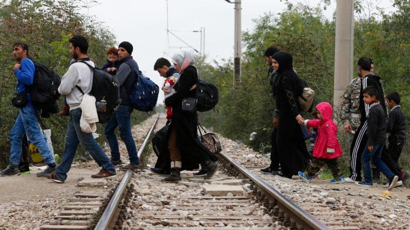 Flüchtlinge auf der Balkanroute in einer Aufnahme von 2015 | © KNA