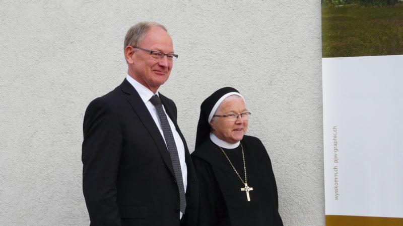 Hans Wallimann, alt Regierungsrat im Kanton Obwalden, und Äbtissin Pia Habermacher | © Sylvia Stam