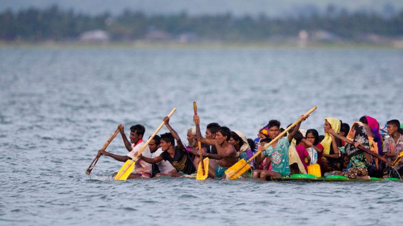 Rohingya flüchten von Myanmar nach Bangladesch | © Keystone