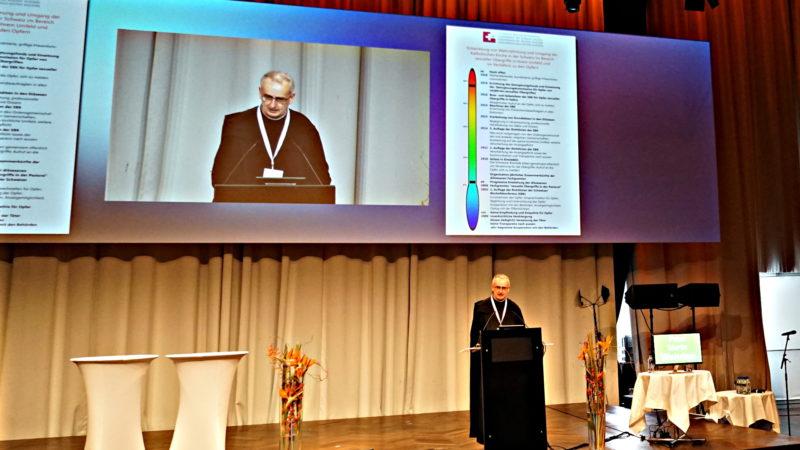 Alt Abt Martin Werlen, Konferenz «Abuse & Neglect» | © Georges Scherrer