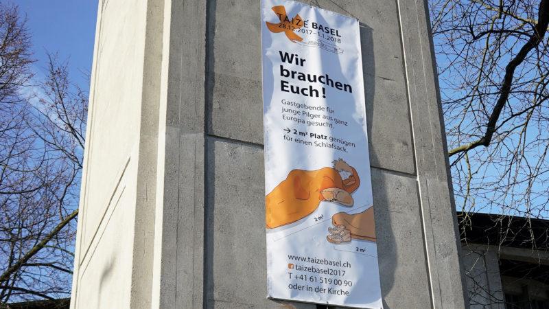 Plakat am Kirchturm der Franziskuskirche | © Vera Rüttimann