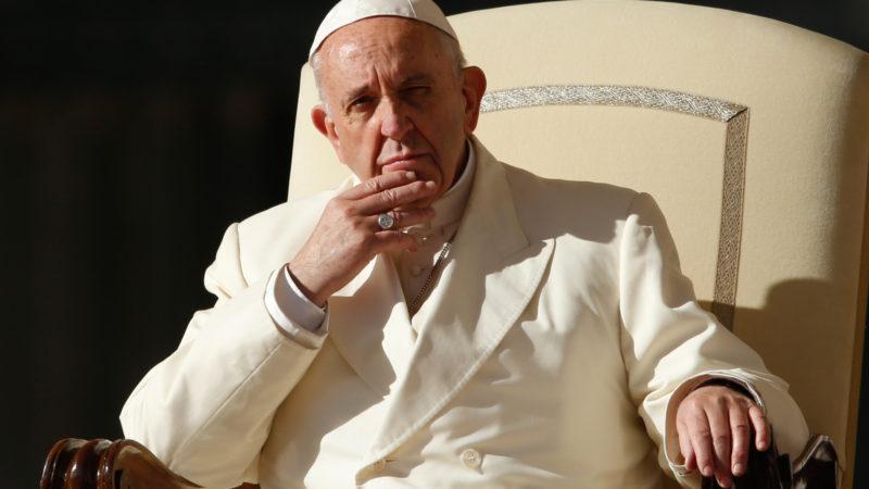 Papst Franziskus während einer Generalaudienz im Vatikan | © KNA