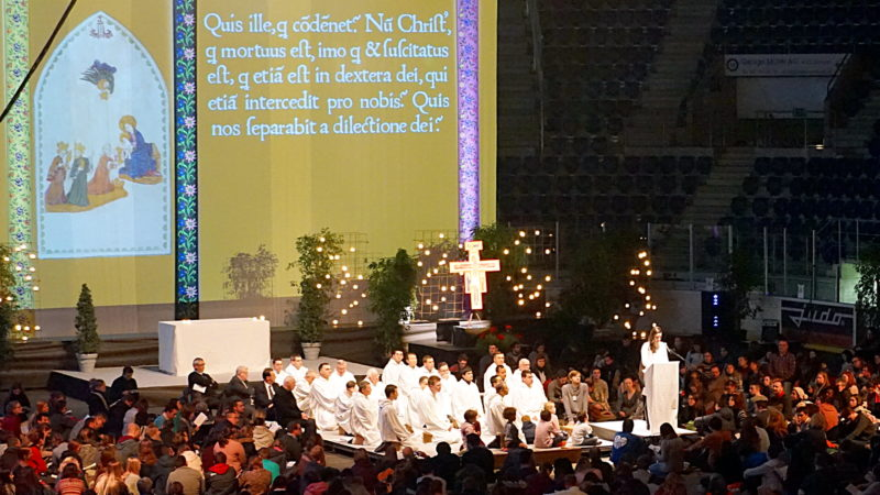 Taizé-Gebet in der St. Jakobs-Arena in Basel | © Georges Scherrer