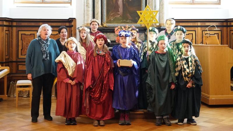 Sternsinger aus Gettnau singen für die Schweizer Bischöfe | © Vera Rüttimann