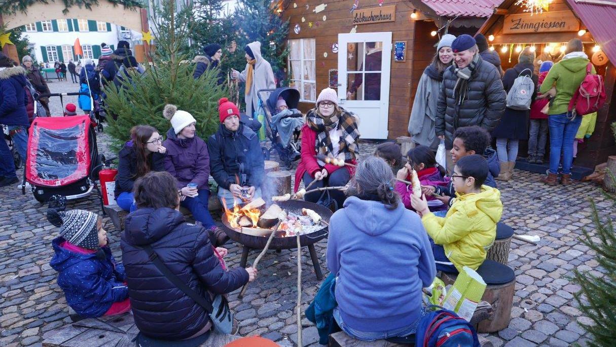 Lagerfeuerstimmung am Weihnachtsmarkt   © Remo Wiegand