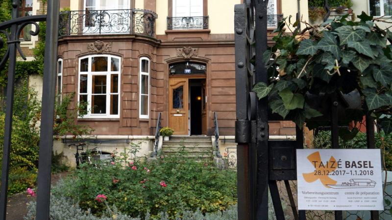 Eingang zum OK-Zentrum in Basel | © Georges Scherrer