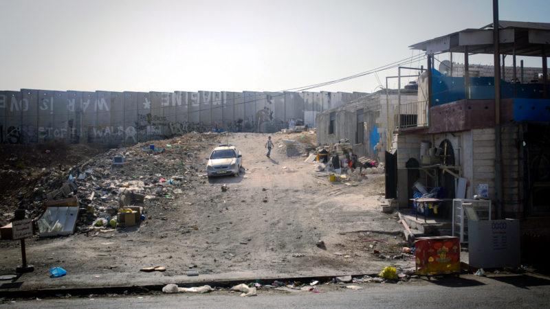 Israels Mauer nahe dem Qalandia-Checkpoint | © KNA