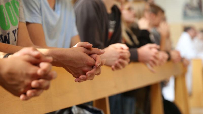 Gebet im Gottesdienst | © zVg Fachstelle Jugend bl.bs