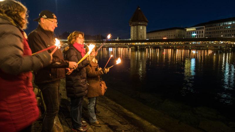 Lichterfeier der Explo 17 am Seeufer in Luzern  | © zVg