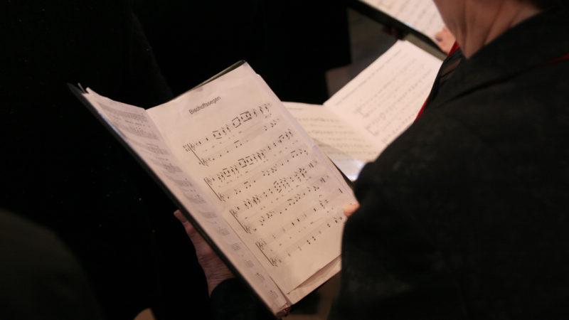 Gemeinsam religiöse Lieder singen   © pixabay.com CC0