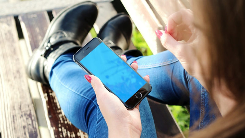 Jugendliche mit Smartphone | © pixabay.com CC0