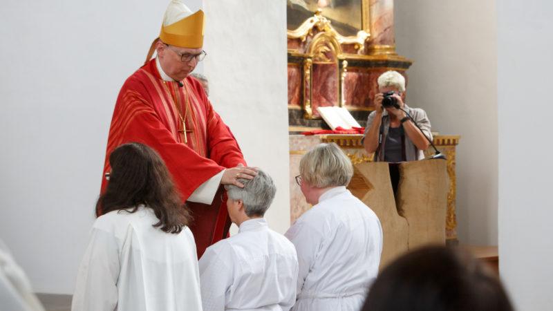 Bei den Christkatholiken möglich: Weihe von Diakoninnen | © KNA