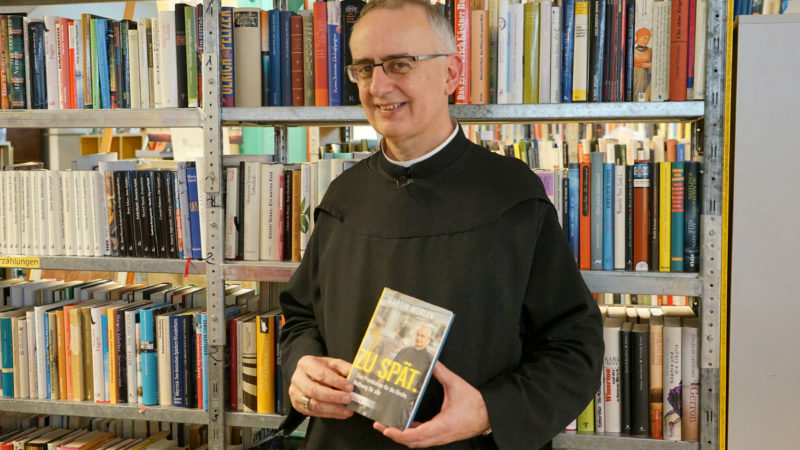 Martin Werlen kritisiert die Kirche mit seinem neuen Buch scharf    ©  Arnold Landtwing