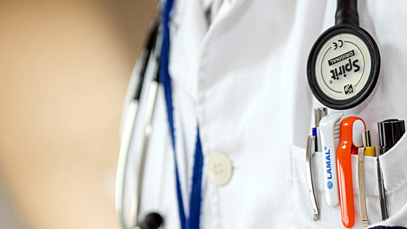 Der Arzt | © pixabay DarkoStojanovic CC0