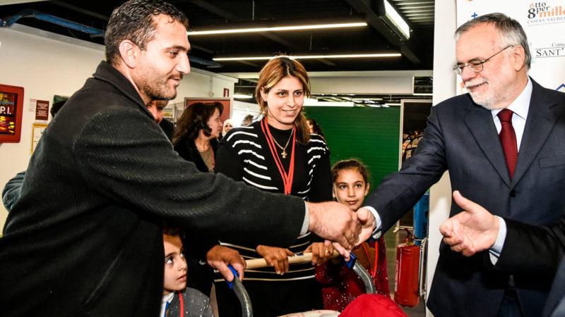 Ankunft syrischer Kriegsflüchtlinge auf dem Flughafen Fiumicino in Rom.  | © kna