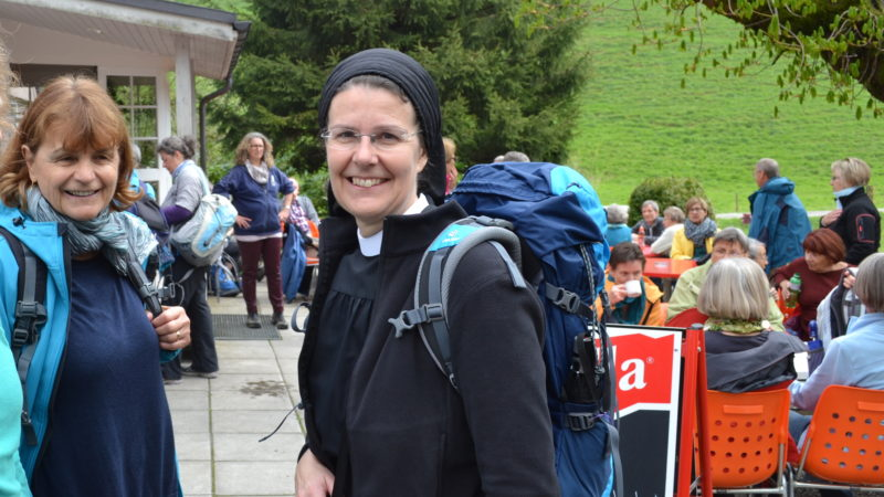 Priorin Irene Gassmann beim Start des Pilgerprojekts «Kirche mit* den Frauen» | © Sylvia Stam