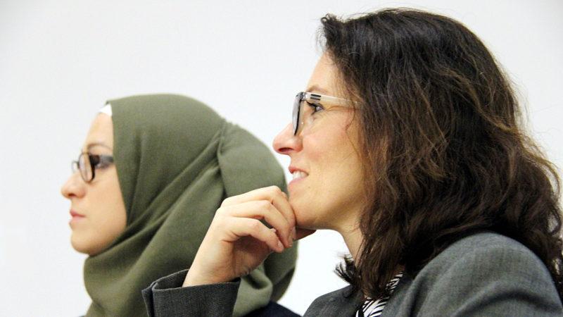 Esma Isis-Arnautovic (l) und Amira Hafner-Al Jabaji  | © Mission 21/Mara Wirthlin