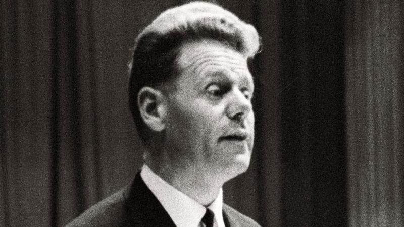 Hans Küng im Jahr 1964 | © kna