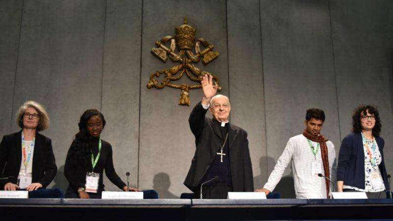 Kardinal Lorenzo Baldisseri bei der Präsentation des Abschlussdokuments der Vorsynode | © Jacques Berset