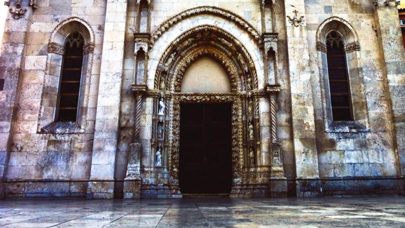 Geschlossene Kirchentür | © pexels  David Bartus CC0