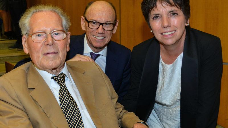 Hans Küng (links), Eberhard Stilz, Präsident Stiftung Weltethos, Margot Kässmann, evangelisch-lutherische Theologin | © KNA