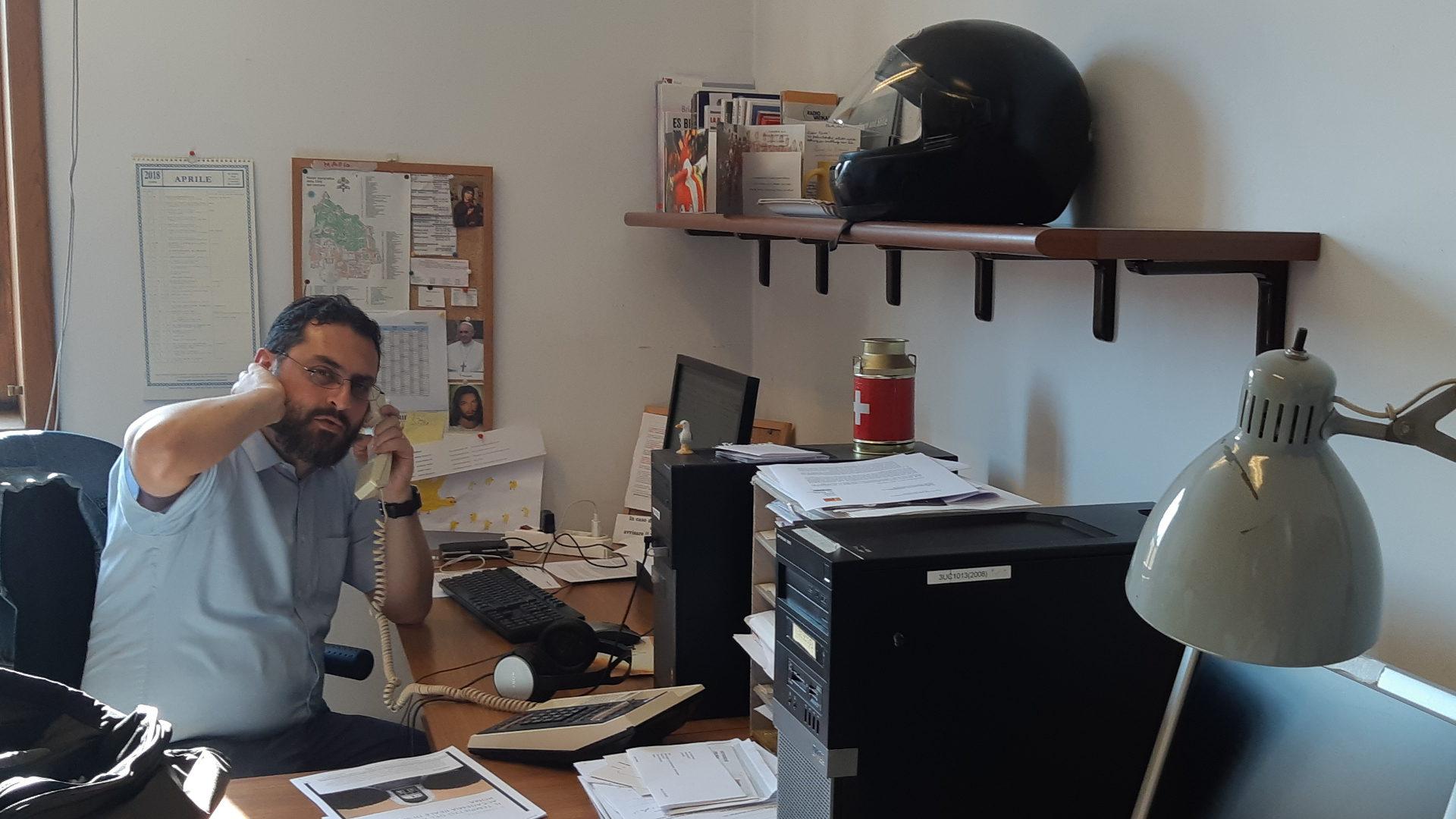 Mario Galgano im Büro | © Sylvia Stam