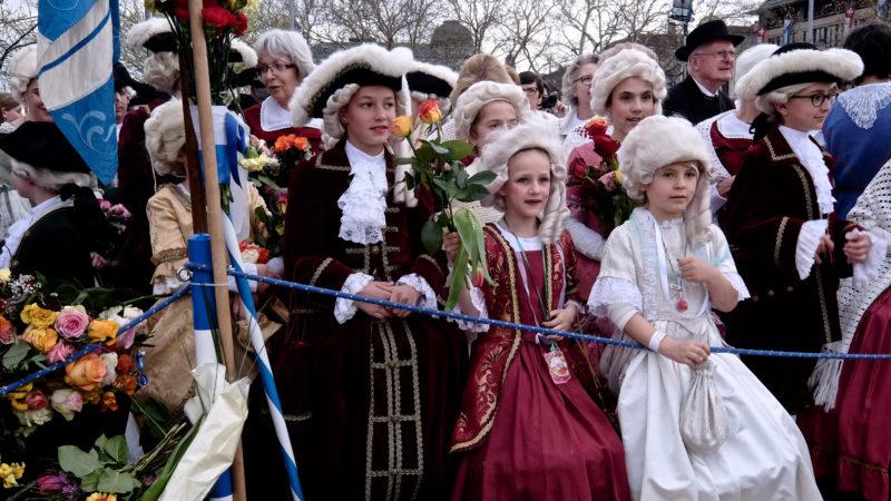 Am Sechseläuten tragen Kinder historische Kostüme. | © Oliver Sittel