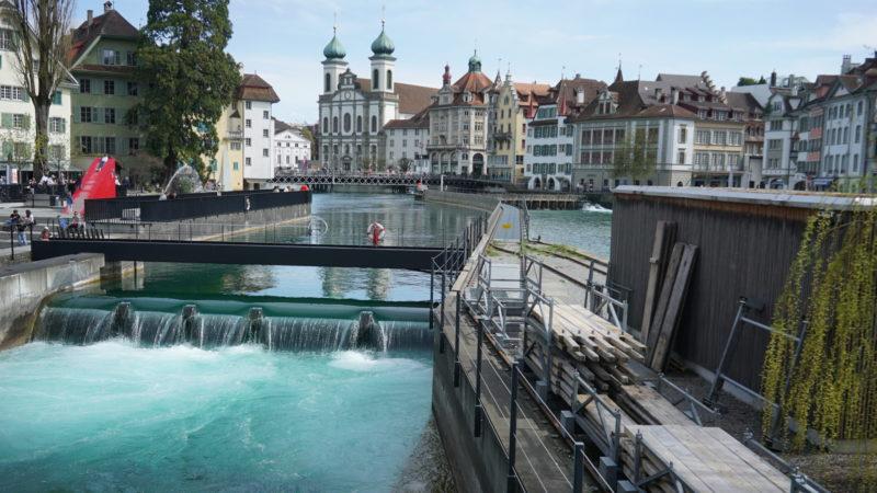 Die Jesuitenkirche von der Reuss-Brücke her gesehen. Touristenmagnet | © Vera Rüttimann