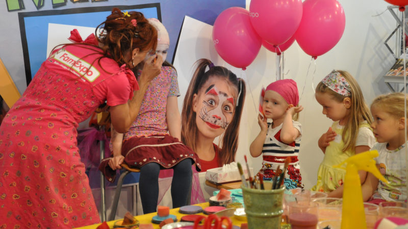 Kinderschminken an der Famexpo in Winterthur  | ©  zVg