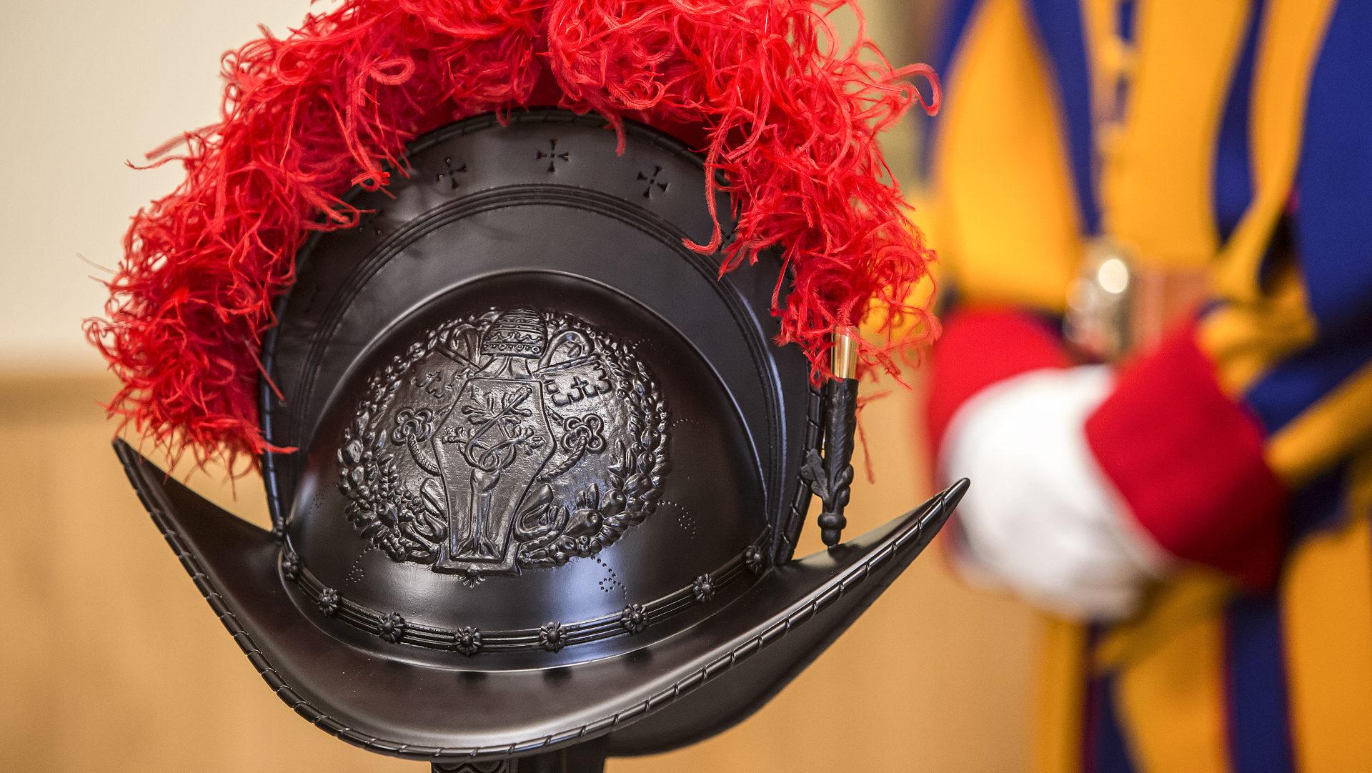 Schweizergarde rüstet mit 3D-Druck-Helmen auf