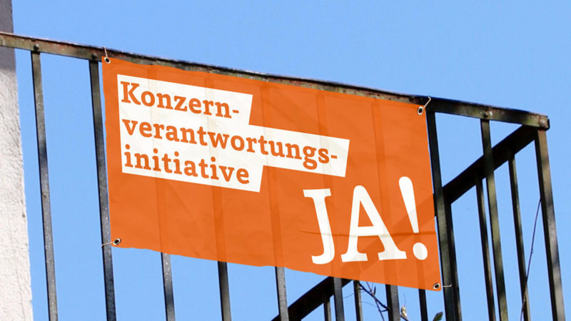 Werbefahne für Konzernverantwortungsinitiative  |© zVg