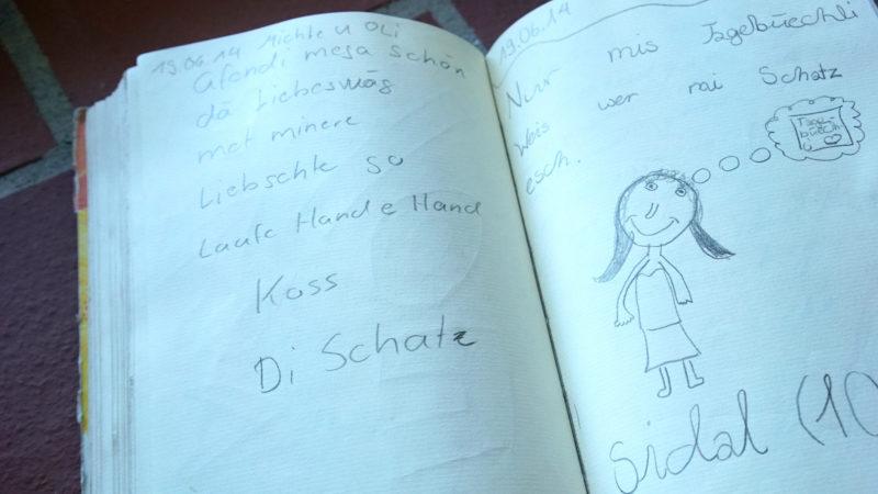 Ausgelegtes Buch in der Kirche St. Jost | © Vera Rüttimann