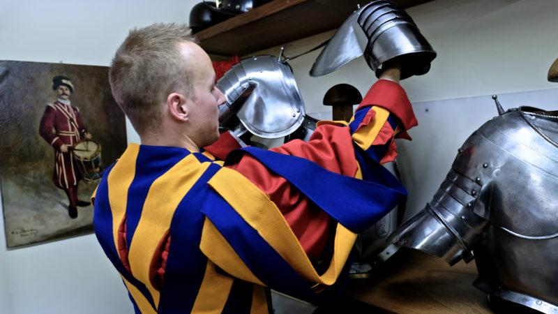 Die Gardistenkleidung hat viele verschiedene Stücke | © Oliver Sittel