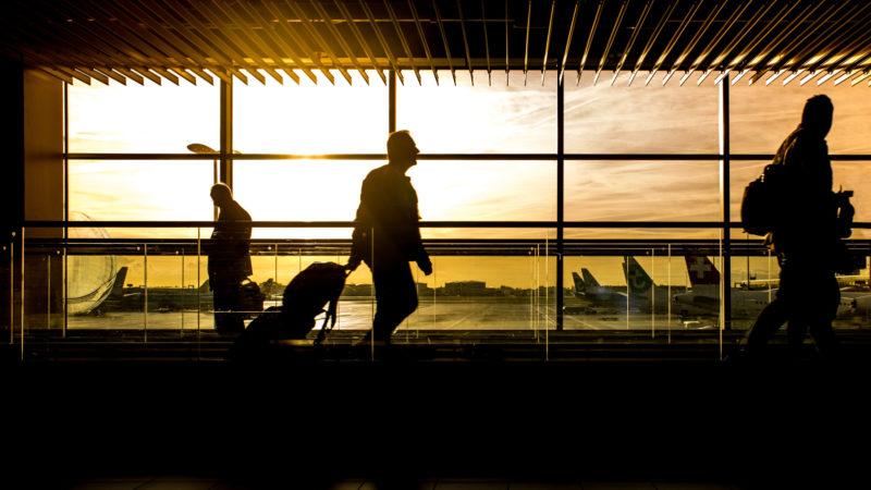 Reisende am Flughafen | © pixabay CCO