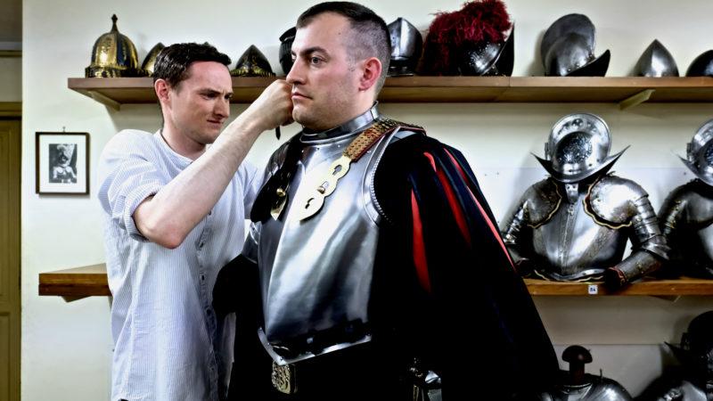 Das Einkleiden der Gardistenkleidung ist kein leichtes Unterfangen | © Oliver Sittel