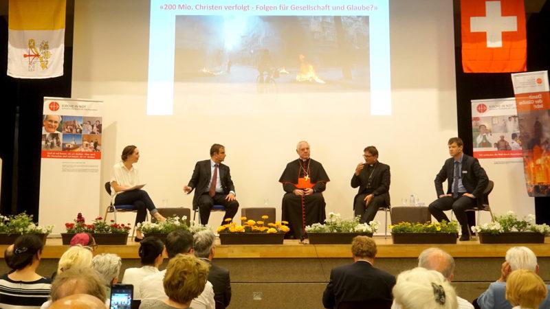 Gerhard Pfister, Kardinal Gerhard L. Müller, Bischof Felix Gmür und Roberto Simona im Gespräch | © Vera Rüttimann