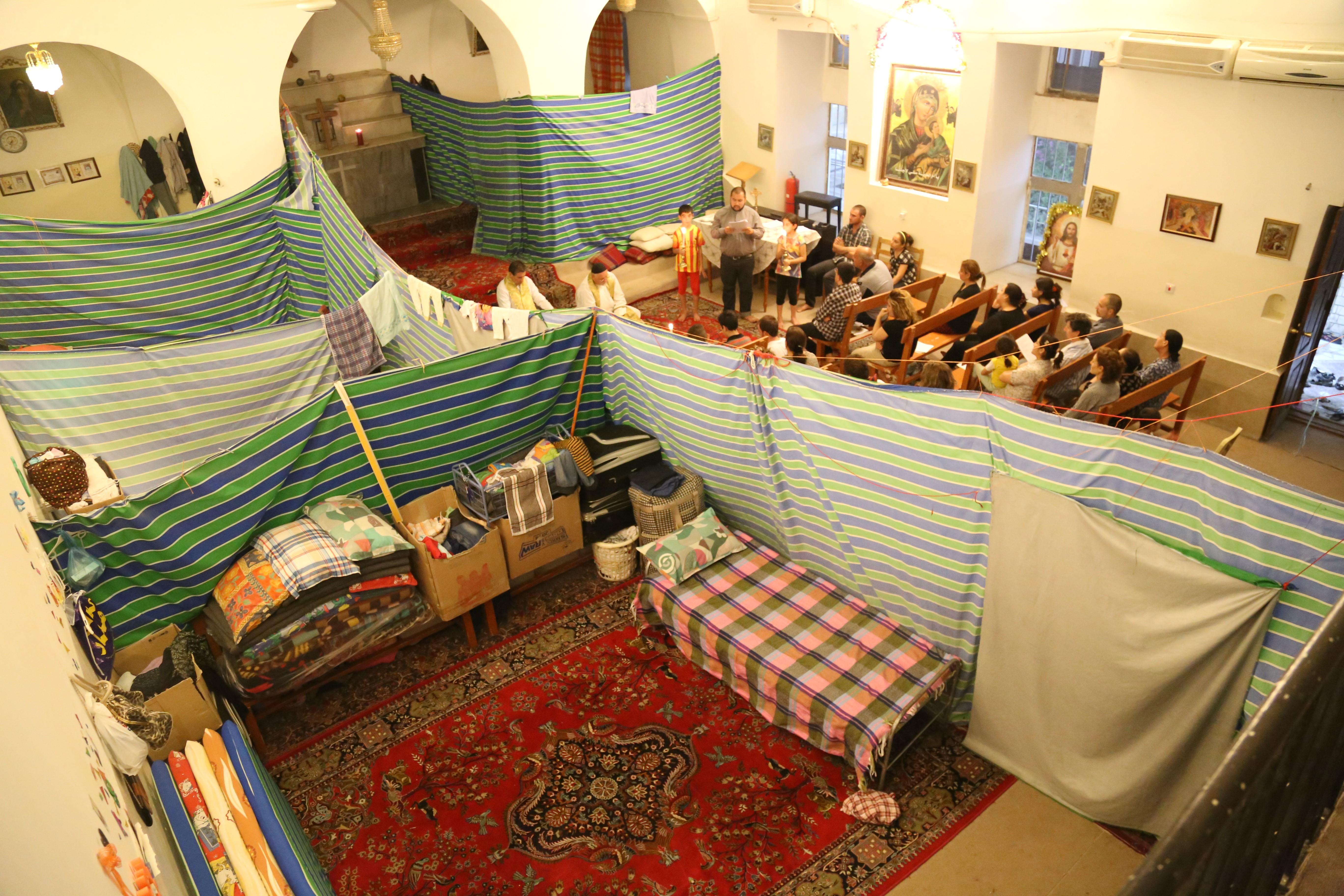 In der Kirche wurde für Zeltwohnungen, Schule und Gebetsraum umfunktioniert. | © zVg Kirche in Not