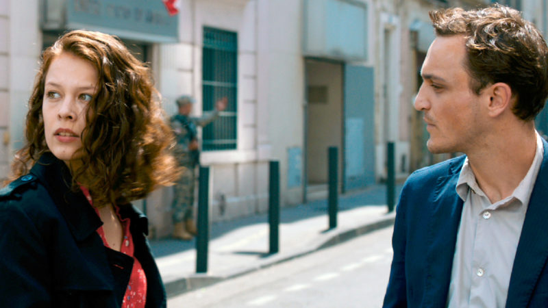 Marie (Paula Beer) und Georg (Franz Rogowski) begegnen sich unter seltsamen Umständen in Marseille © Look Now!