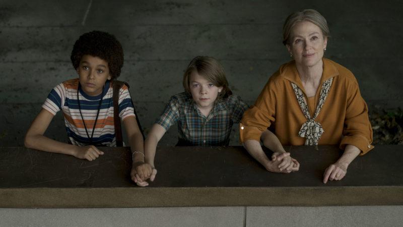 Jamie (Jaden Michael, li.), Ben (Oakes Fegley) und Bens Mutter (Julianne Moore, re.) © Mary Cybulski © 2017 Amazon Content Services/Pathé