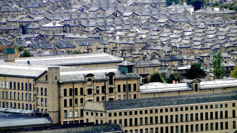 Fabrik und Arbeitersiedlung | © pixabay.com / AJACS
