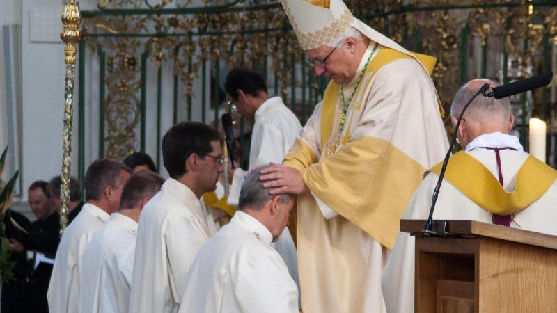 Bischof Markus Büchel weiht vier Diakone | © Bistum St. Gallen