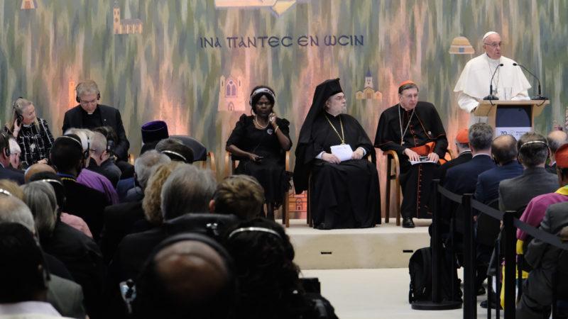 Papst Franziskus redet am ökumenischen Treffen in Genf | © Oliver Sittel